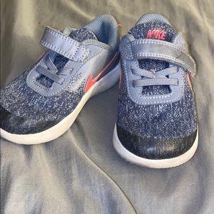 Toddler girls Nike's